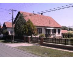 Abony 160m2-es családi ház eladó