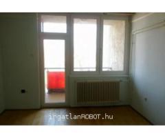 Tiszafüreden 2.emeleti lakás eladó