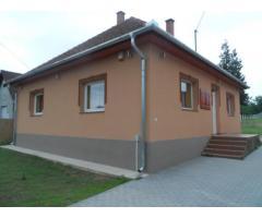 Tóalmáson felújított családi ház