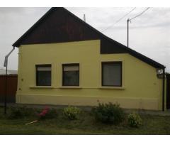 Csendes helyen családi ház eladó