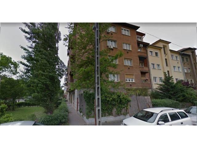 BARTÓK B. úti előkertből nyíló tégla lakás - irodának is kiváló - ELADÓ